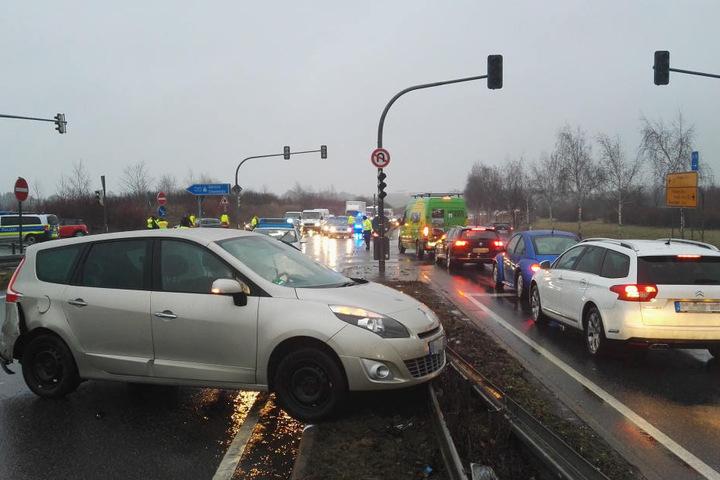 Der Renault stieß mit dem Ford an der A17 Auffahrt nach Berlin zusammen.