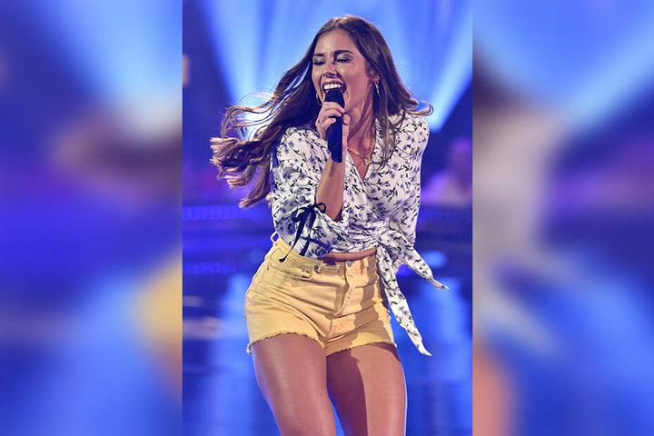 """Diesmal mit dabei ist Sängerin Sarah Lombardi (26). Sie ist erst seit Kurzem im Schlagergeschäft und präsentiert ihre Single """"Weekend""""."""