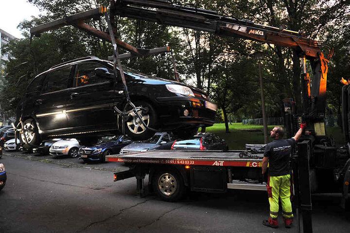 Einige Autos wurden bei der Kontrolle auch abgeschleppt.