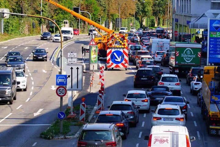 Die Baustelle für die Schnellbuslinie sorgte für Dauerstau in der Cannstatter Straße.