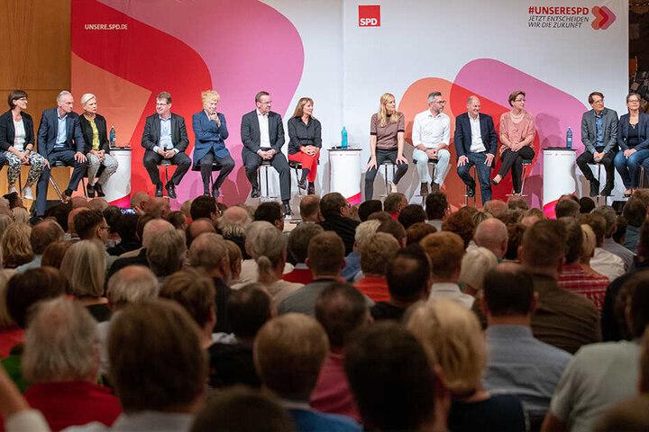 Die Säle bei den Castings für den SPD-Vorsitz sind gut gefüllt. Pistorius und sie hätten früh für Änderungen bei den Veranstaltungen geworben, sagt Köpping.