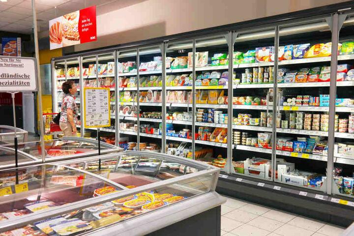 Andere Kunden des Supermarktes erlebten den Einsatz mit.