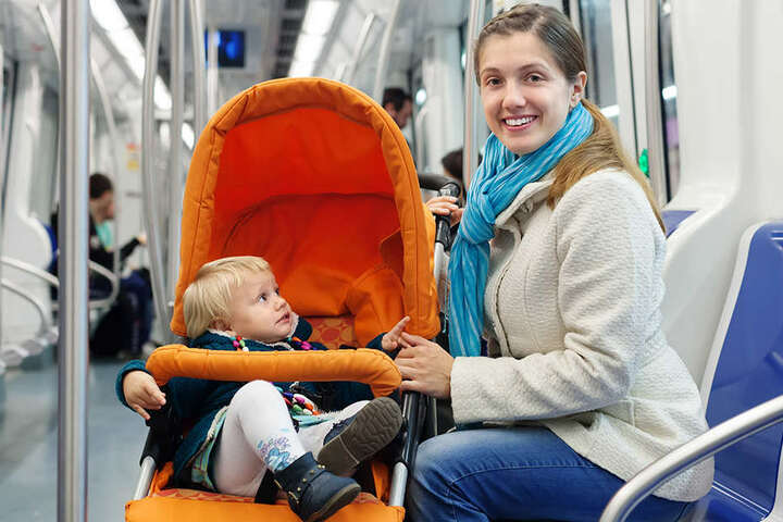 Gibt es für frisch gebackene Eltern bald kostenlose Tickets für den öffentlichen Personennahverkehr?