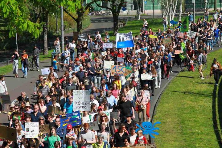 Einige Hundert Menschen nahmen am Karfreitag in Köln an der Demo teil.