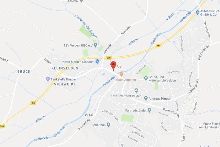 Ein Unbekannter hat die Aral-Tankstelle in der Landshuterstraße in Velden überfallen.