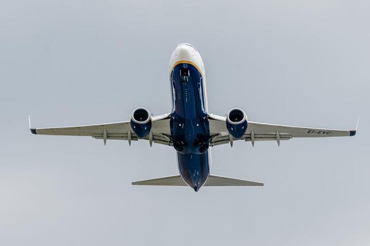 Was war beim Ryanair-Flugzeug defekt, sodass es schnell landen musste? (Archivbild)
