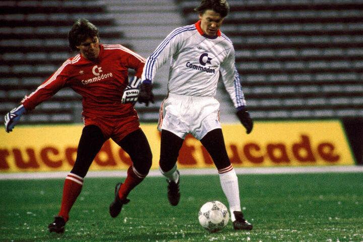 Olaf Renns Vorbild Oleg Blochin (r.) 1987 im Testspiel von Dynamo Kiew gegen Bayern München im Duell mit Lothar Matthäus.