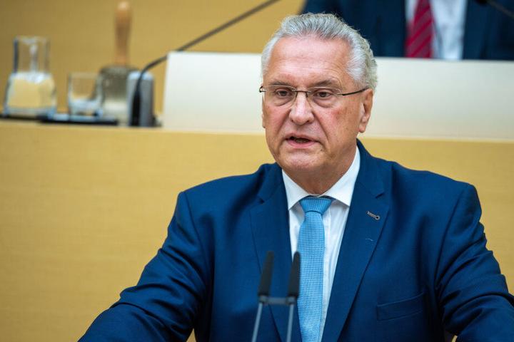 Laut Innenminister Joachim Herrmann ging die Zahl der Wohnungseinbrüche in Bayern deutlich zurück. (Archiv)