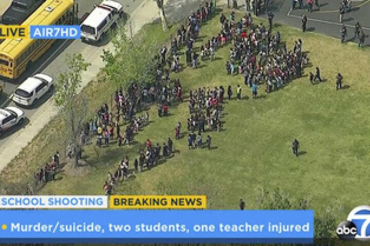Zahlreiche Menschen brachten sich nach der Schießerei in Sicherheit.