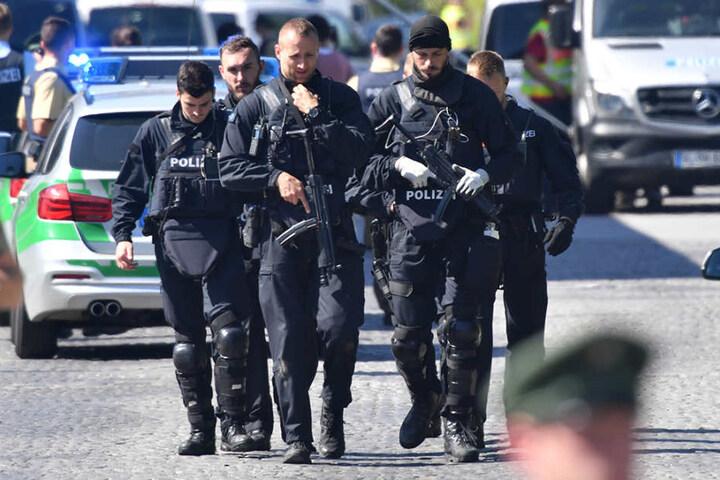Der mutmaßliche Täter, den die Beamten festgenommen haben, ist ein 37 Jahre alter Deutscher. In den USA ist er polizeibekannt.