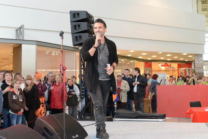 Der Sänger gab ein paar seiner Songs zum Besten. Doch viele Fans waren nicht extra wegen ihm gekommen.
