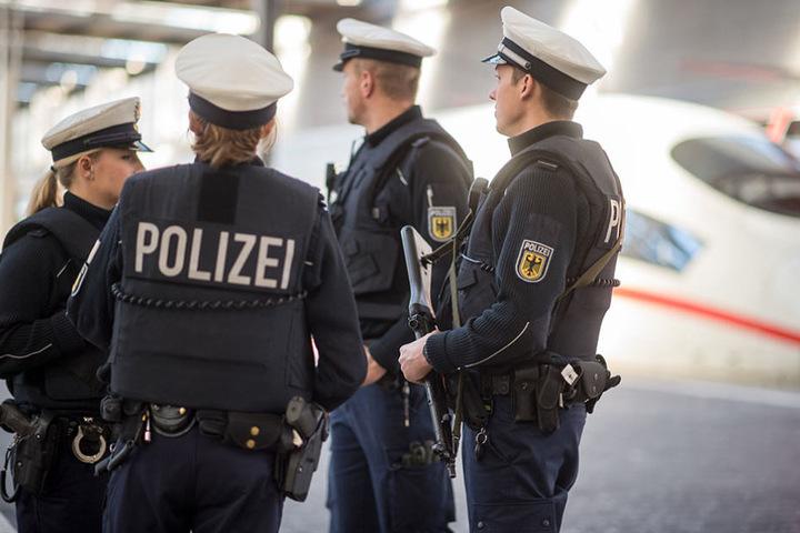 Bundespolizisten auf Streife. Am Leipziger Hauptbahnhof blieb der Verdächtige unbemerkt.