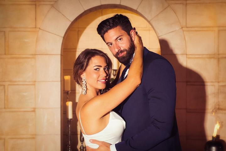 Ist Sebastian der Glückliche? Die beiden probten schon mal beim großen Hochzeits-Fotoshooting.