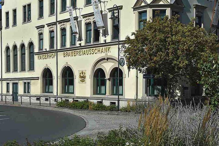 """Nach der Trauung feierte das Paar mit 20 Gästen im Radeberger Brauerei-Ausschank (Hotel """"Kaiserhof"""")."""