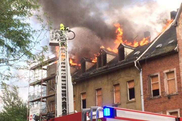 Was den Brand ausgelöst hat, ist bisher noch unklar.