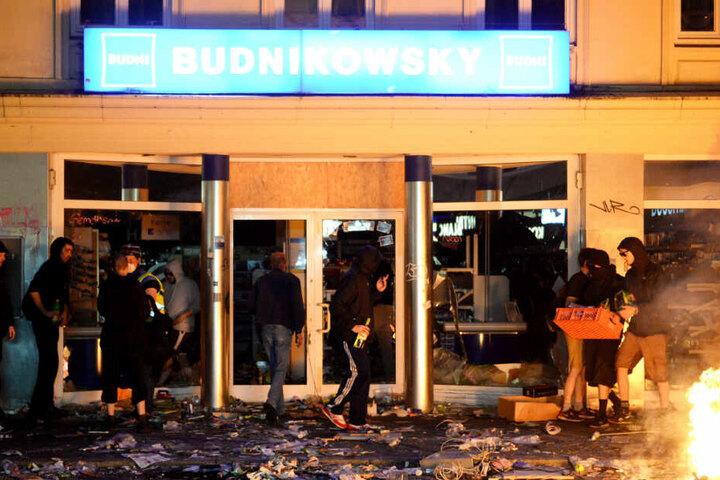 Die Randalierer hatten während des G20-Gipfels in Hamburg auch eine Budni-Filiale geplündert.