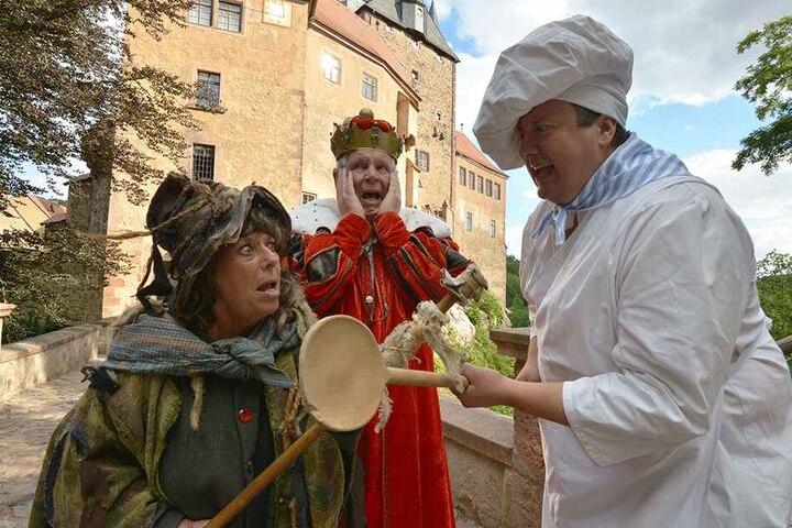 Streit im Märchenland: Hexe (Verena Kermes), König Norbert (Norbert Hein) und Koch (Thomas Kühn) streiten sich, wer die wichtigste Märchenfigur ist.