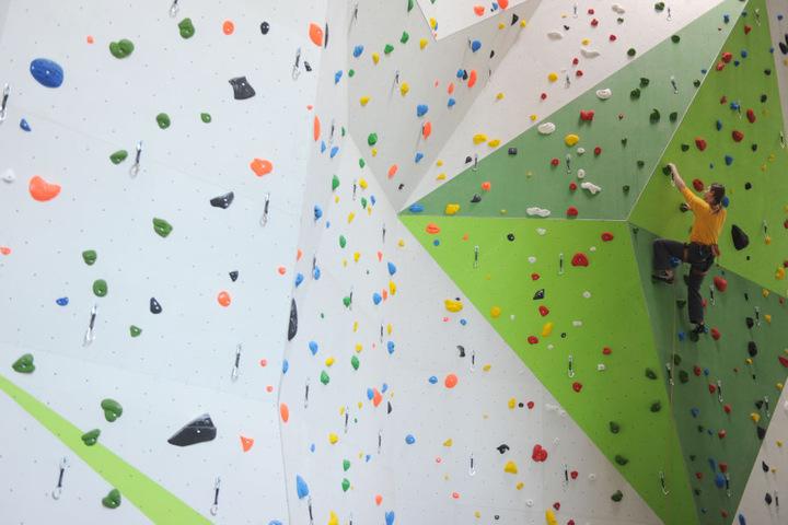 Klettern macht Euch Spaß? Dann solltet Ihr am zweiten Weihnachtsfeiertag in der Kletterhalle in Paderborn vorbeischauen. (Symbolbild)