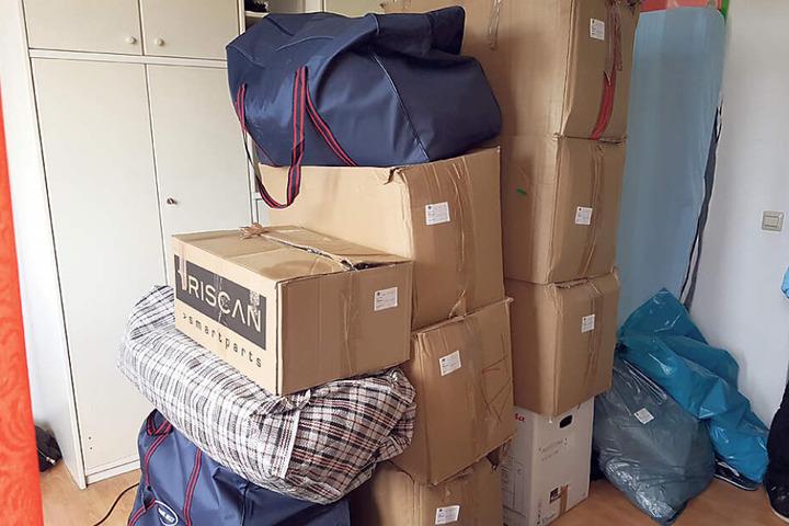 Die beschlagnahmten Drogen, insgesamt 220 Kilogramm, lagern nun beim Zoll in Kartons und werden später vernichtet.