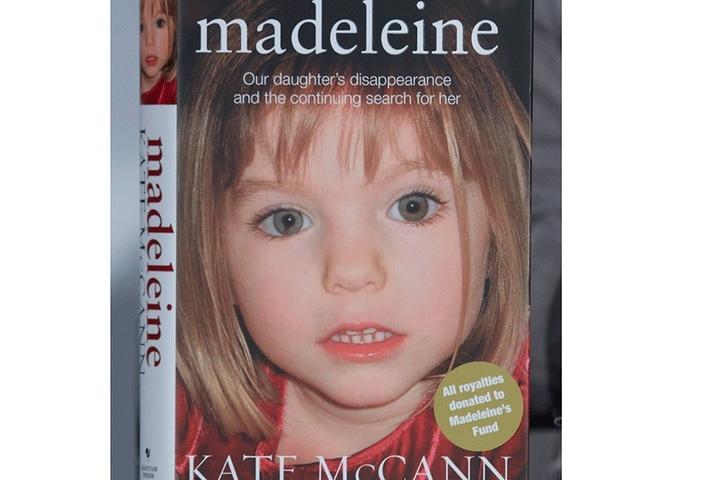 Auf dem Foto des Buchcovers ist der Fehler an Maddis rechter Pupille deutlich zusehen.