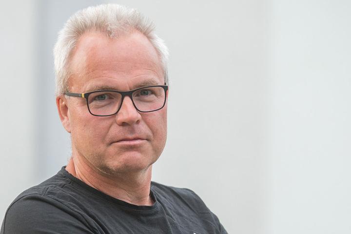 Geschockt! Pool-Eigner Jens Schöning (53) kann das Bubenstück immer noch nicht fassen.