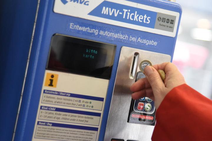 In Zukunft muss man kein Geld mehr bezahlen, wenn man nur zum Gleis will. Ein Ticket brauch man aber trotzdem.