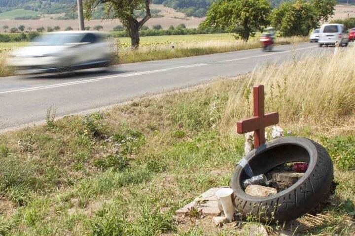 Der 25-Jährige starb noch an der Unfallstelle. (Symbolbild)