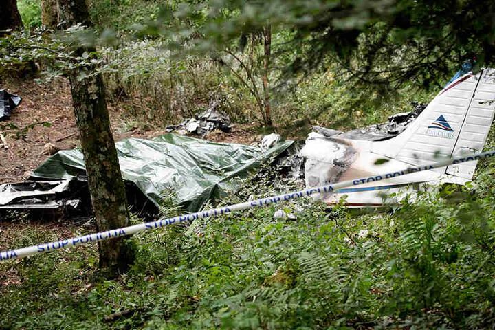 Das Ende einer verhängnisvollen Reise: Das Wrack der Piper PA-32, mit der Thomas Wagner und Unister-Mitgesellschafter Oliver Schilling am 14. Juli in Slowenien abstürzten.
