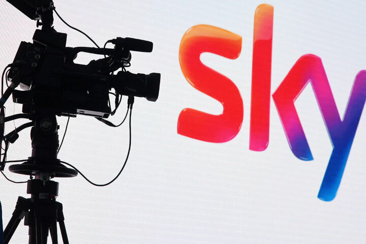 """Serienfans dürfen sich freuen: Sky hat neue Folgen von """"Der Pass"""" in Auftrag gegeben. (Symbolbild)"""