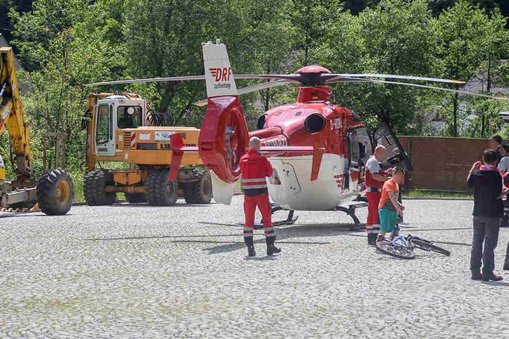 Der Verletzte wurde mit dem Hubschrauber in die Klinik geflogen.