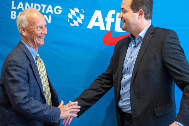 Der AfD-Landtagsabgeordnete Uli Henkel (l.) wird vom Verfassungsschutz beobachtet. (Archivbild)