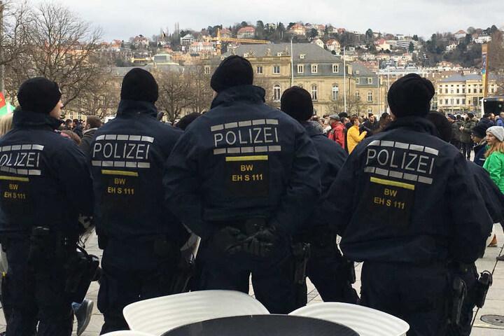 Dutzende Polizeikräfte waren im Einsatz, um die Demonstration zu begleiten.