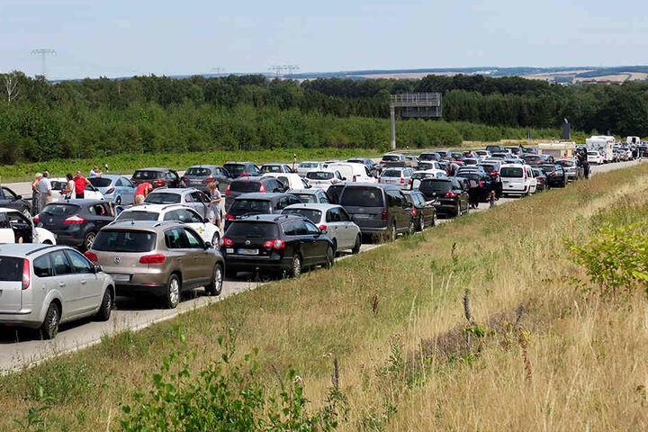 Die A4 ist bei Chemnitz nach mehreren Unfällen gesperrt. Es gibt Stau.