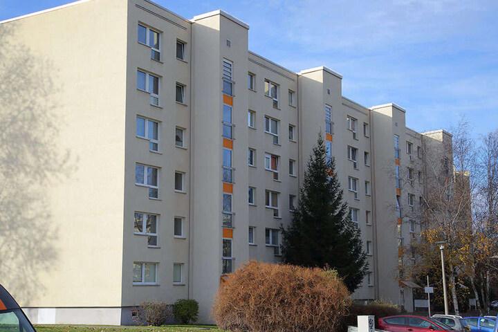 Auch diese außenliegenden Treppenhäuser sind typisch für Gorbitz.