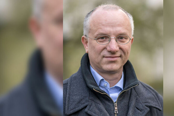 """Lässt sich das Fest """"Voll normal"""" nicht nehmen: Pfarrer Hans-Jörg Rummel."""