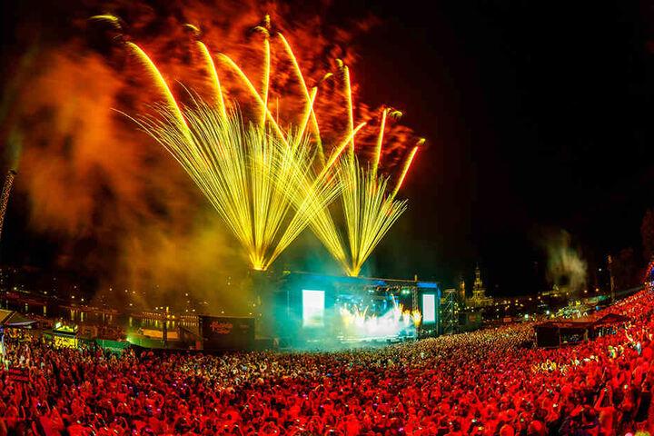 Grund genug für ein Feuerwerk hat der Kaiser ja: Vier ausverkaufte Konzerte und beste TV-Quoten für seine Kaisermania.