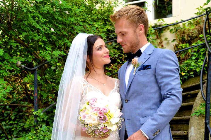Aber natürlich verläuft die Hochzeit nicht ohne Hindernisse.