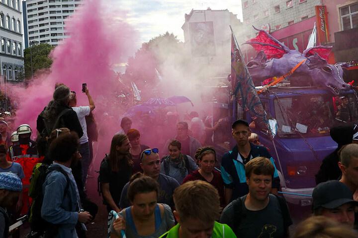 Die Polizei bezifferte die Teilnehmer auf bis zu 7000, die Veranstalter sprachen von bis zu 20.000.
