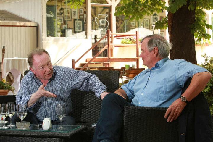 Peter Sodann (82) und Autor Bernd Küpperbusch (68) besprechen, wie aus dem Bestseller ein erfolgreicher Kinokrimi werden kann.