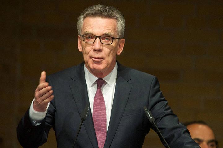 """""""Ich danke der afghanischen Regierung für ihre Bereitschaft zur partnerschaftlichen Zusammenarbeit"""", erklärte Bundesinnenminister Thomas de Maizière (62, CDU)."""