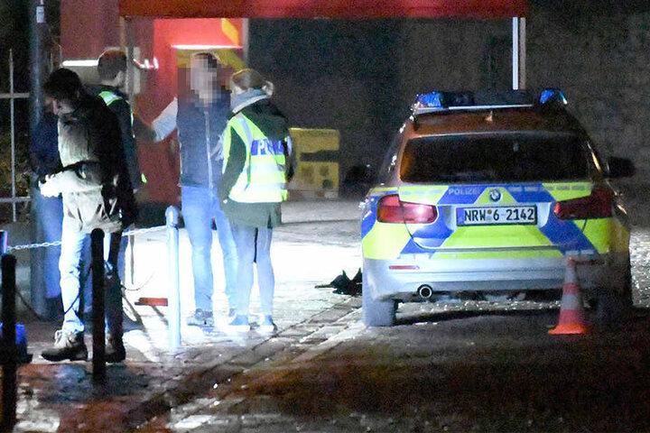 Beamten waren vor Ort, die den Tatort untersucht haben.