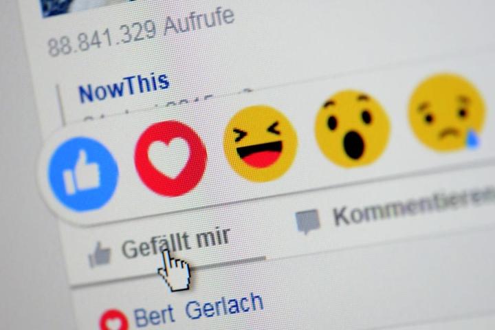 Bei Facebook geben Millionen User freiwillig (u.a. über Emoticons, Foto) Auskunft über ihren Gemütszustand.