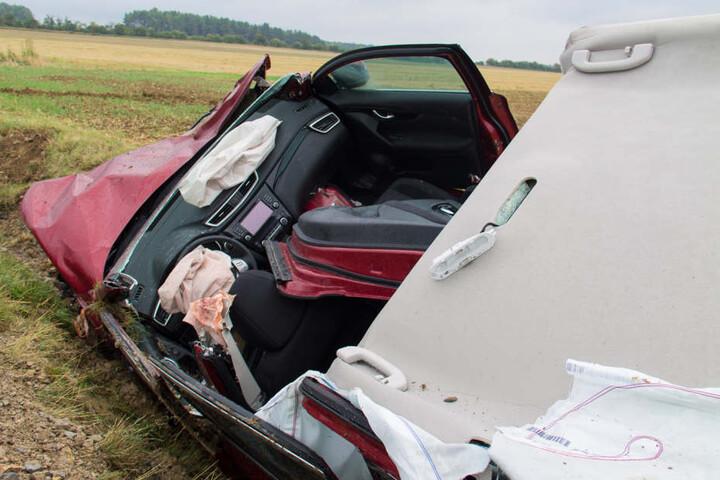 Der 75-Jährige musste anschließend aus dem Fahrzeug geschnitten werden.