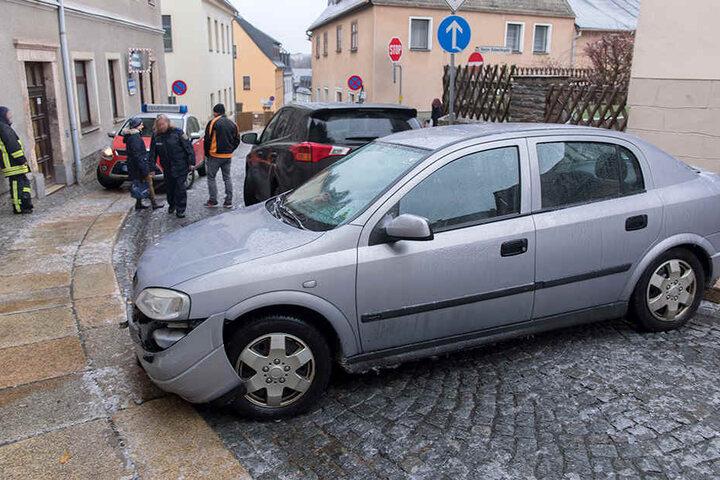 Auf den gepflasterten Straßen in Annaberg kamen die Autos reihenweise ins Rutschen.