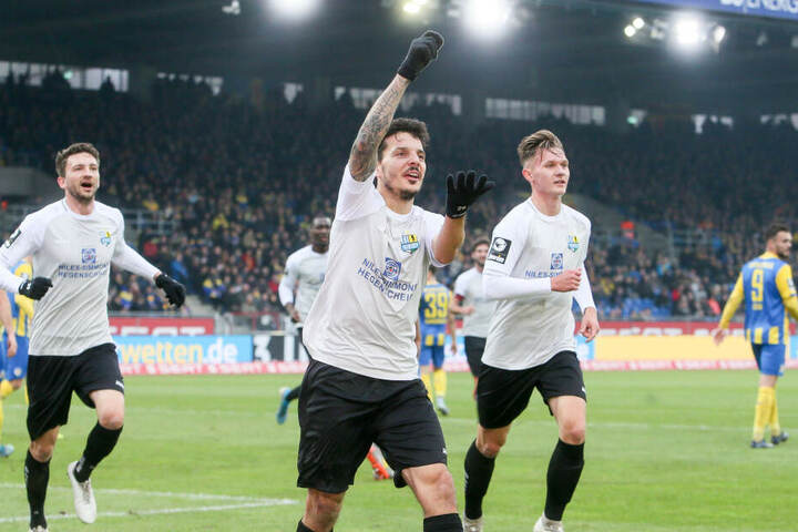 CFC-Stürmer Philipp Hosiner jubelt nach seinem 1:0-Treffer.