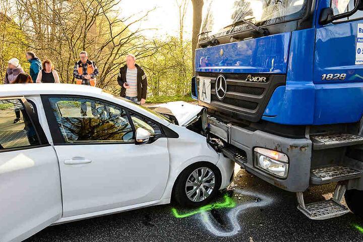 Beim Abbiegen übersah die Fahrerin ein kleines Kind.