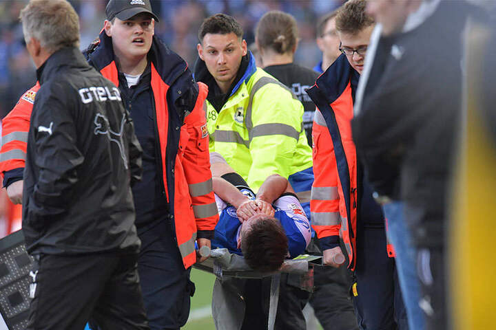 Christopher Nöthe (29) verletzte sich bei einem Foulspiel wohl schwer.