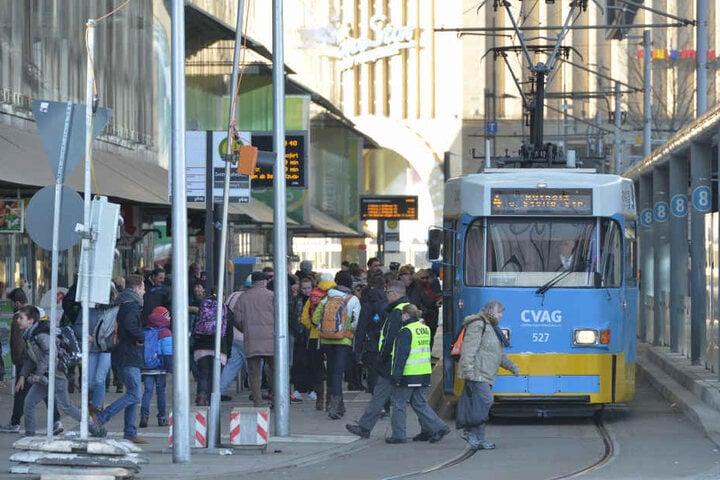Busse und Bahnen fahren seit Dezember bis 19 Uhr im 10-Minuten-Takt - dafür gab es Lob von den Fahrgästen.