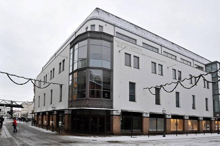Das ehemalige Wöhrl-Kaufhaus mit einer Verkaufsfläche von 2700 Quadratmetern steht seit 2016 leer.