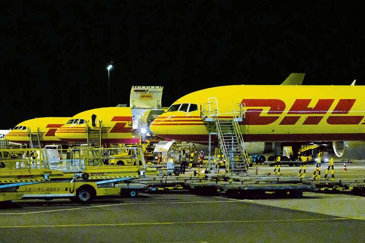 Frachtmaschinen am Flughafen Leipzig. Sie dürfen zum Leidwesen der Anwohner auch nachts fliegen.